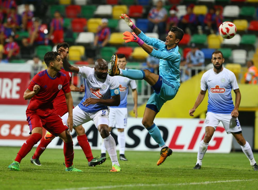 Altinordu's 17-year-old goalkeeper Berke Ozer in action during a league match against Çaykur Rizespor at Bornova Stadium in Izmir, in September 2017