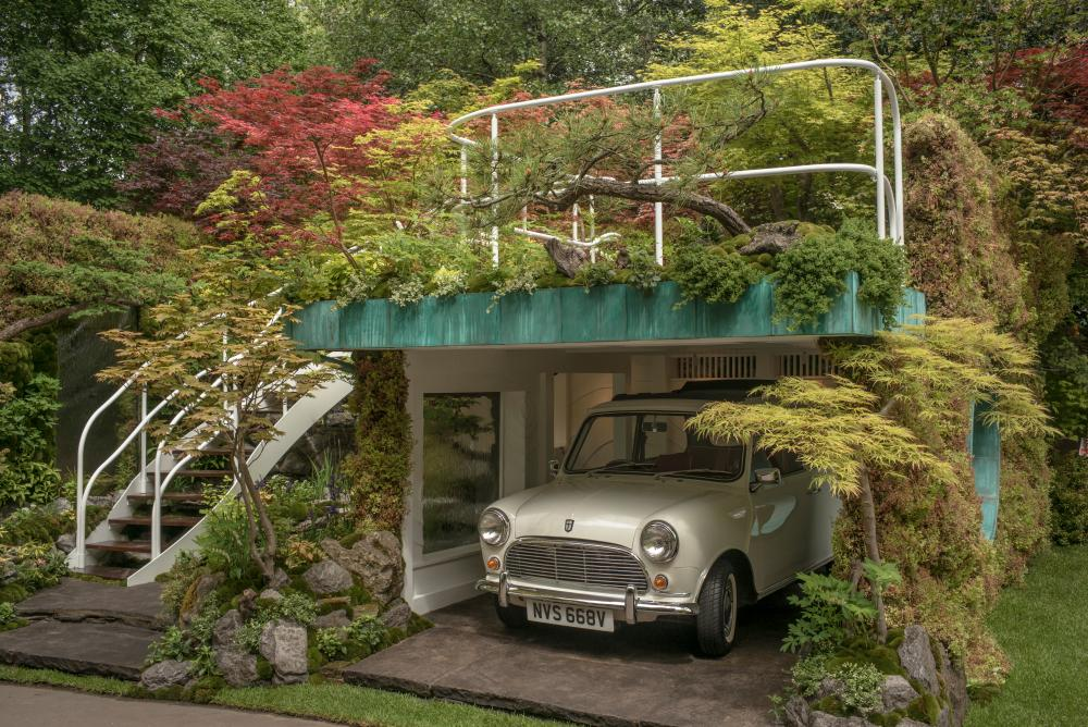 A garden for car enthusiasts.... The Senri-Sentie-Garage garden