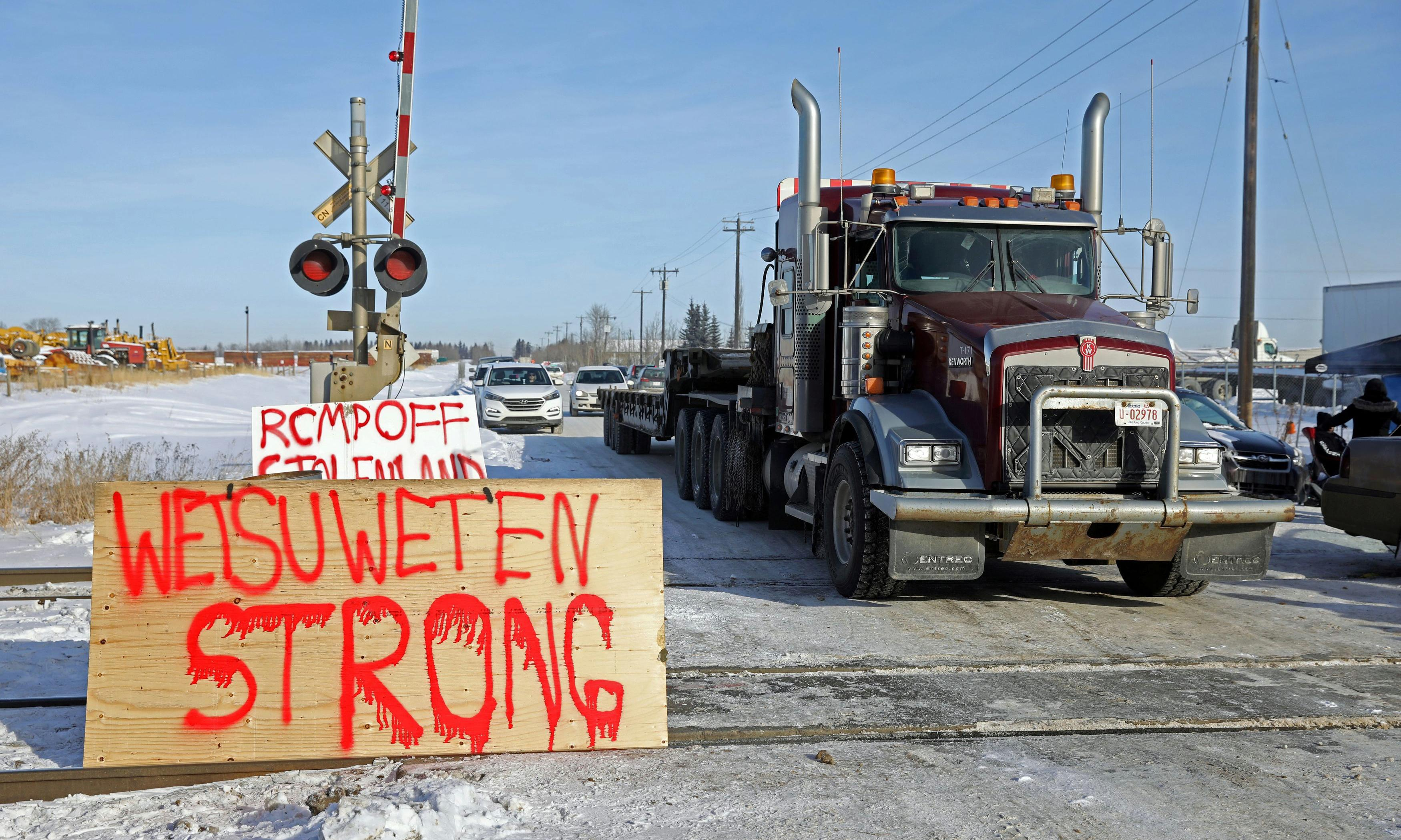 New train blockade piles pressure on Trudeau in Wet'suwet'en pipeline fight