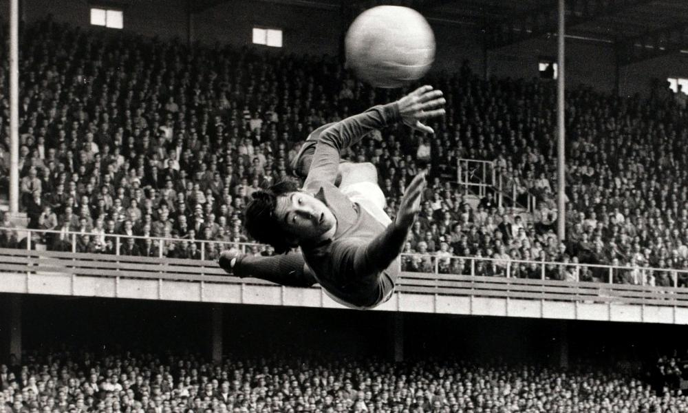 Gordon Banks in action for Leicester City.