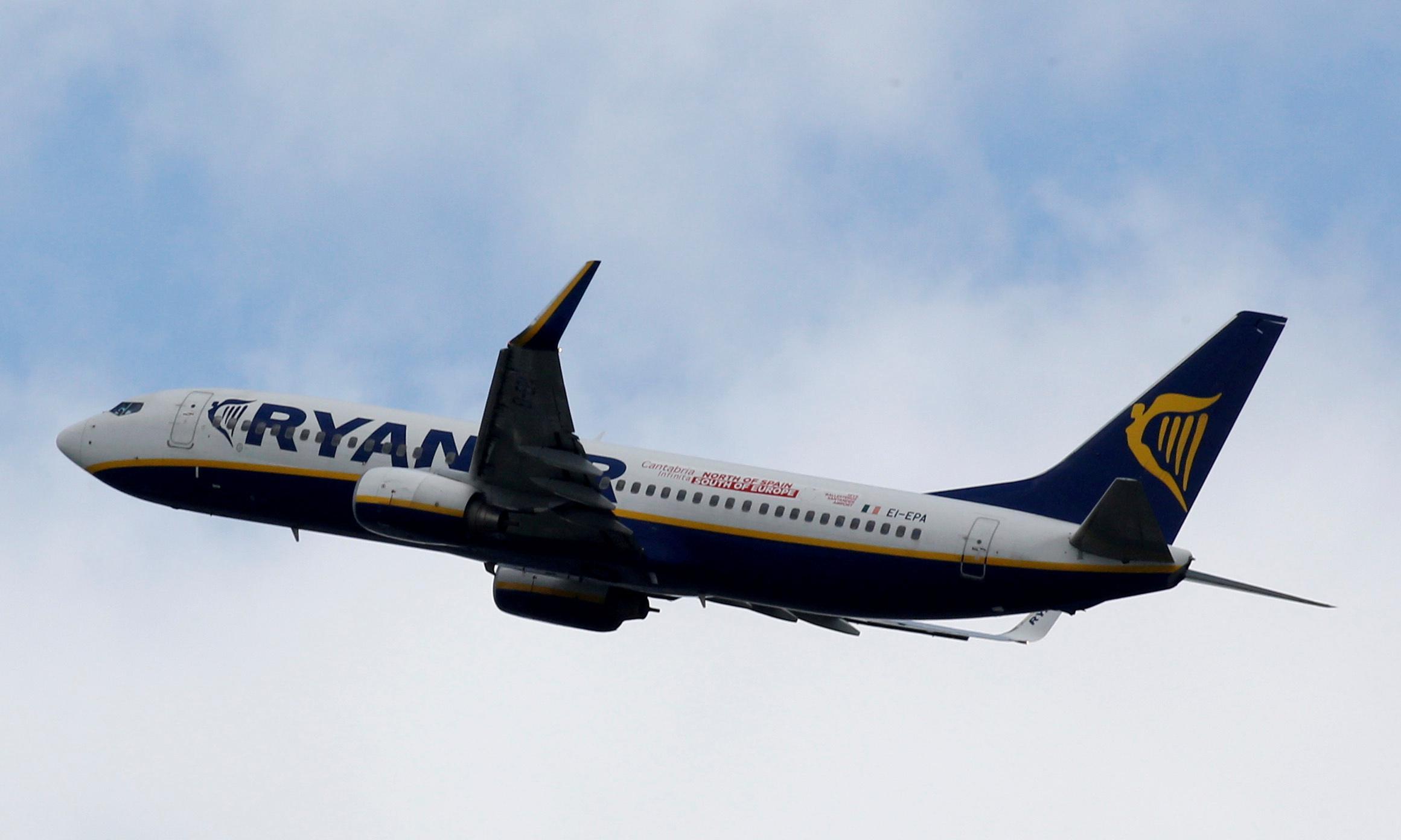 Ryanair urge UK pilots to transfer overseas or face job losses