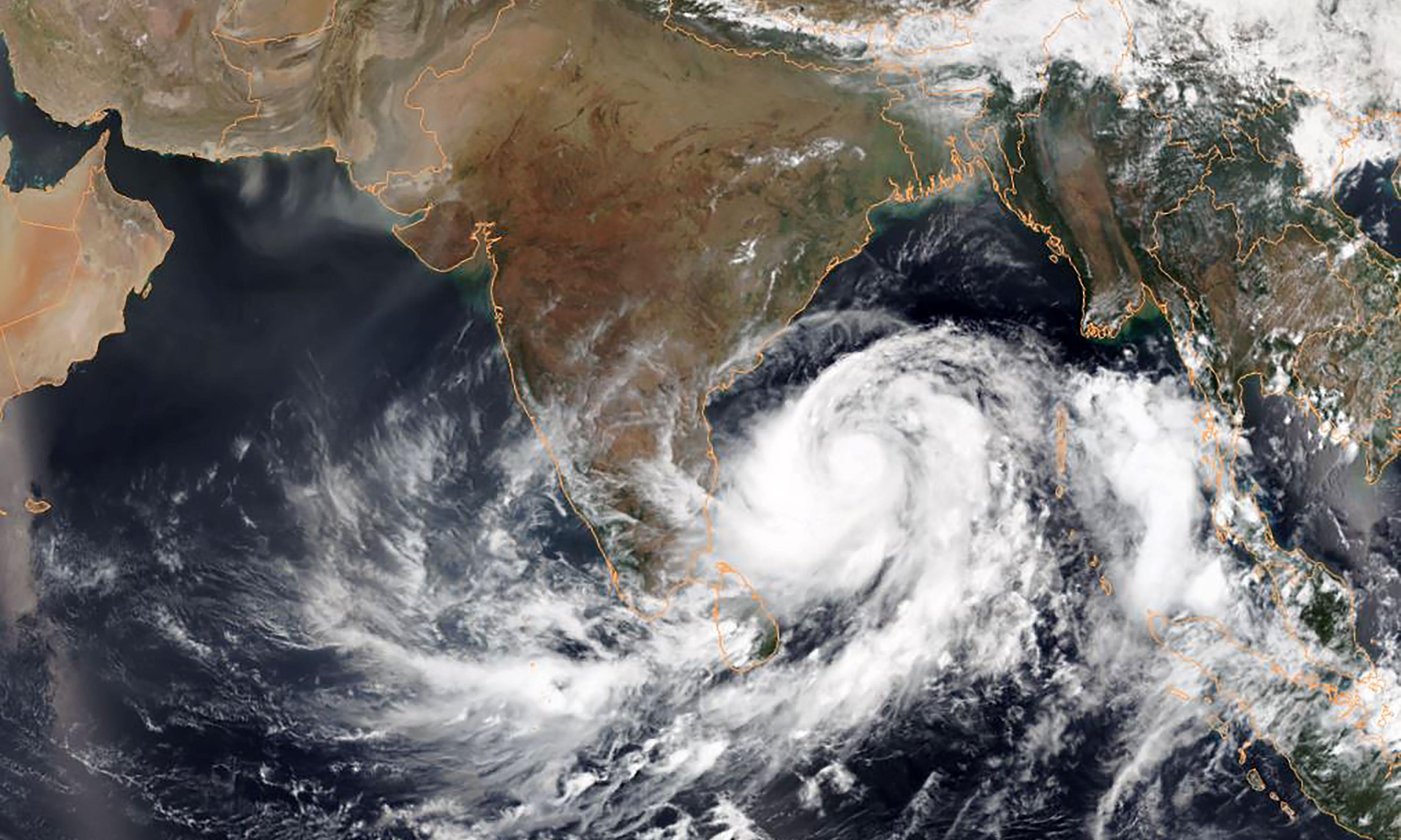 Cyclone Fani: India evacuates 800,000 from coastal areas