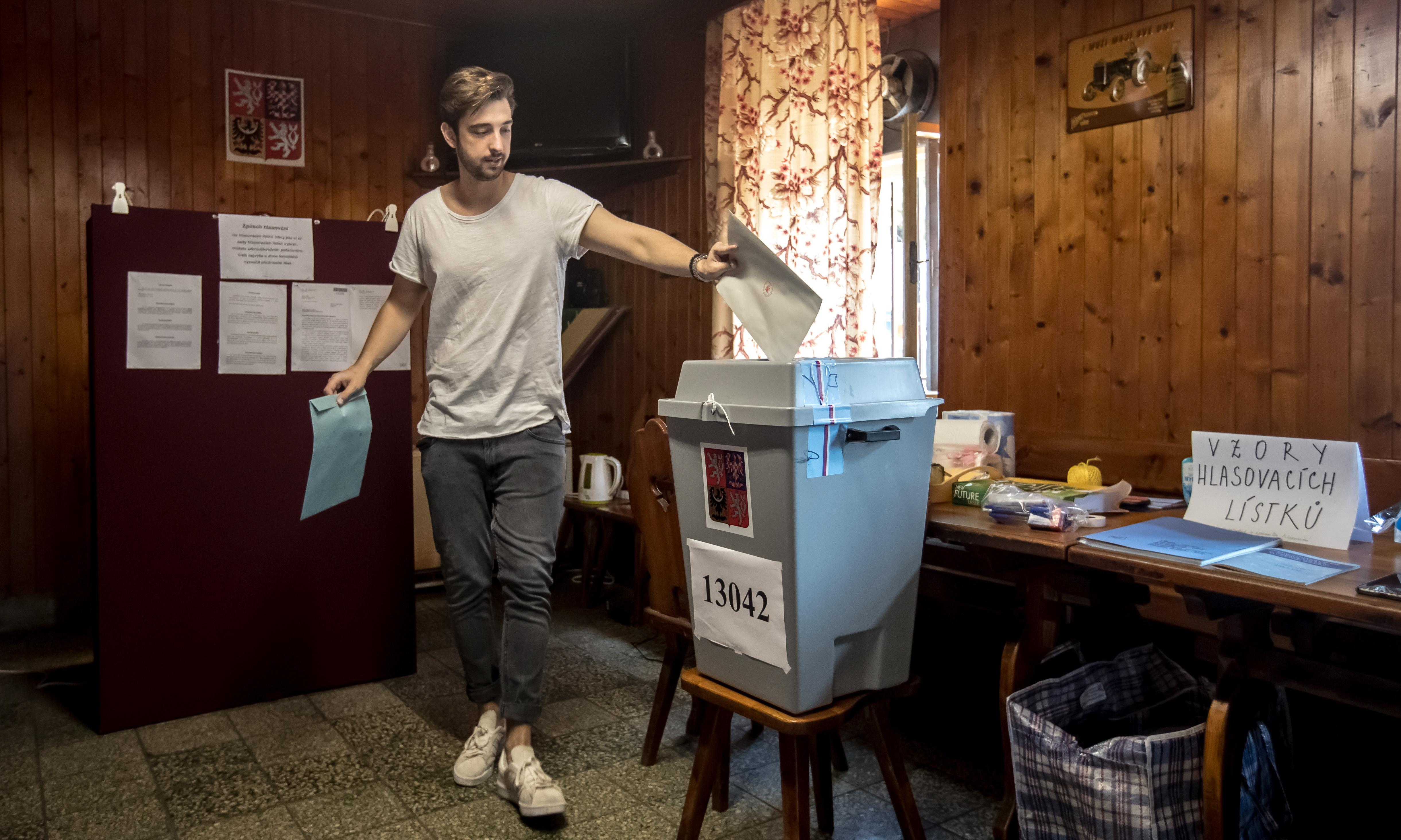 European elections: final votes cast as EU awaits results