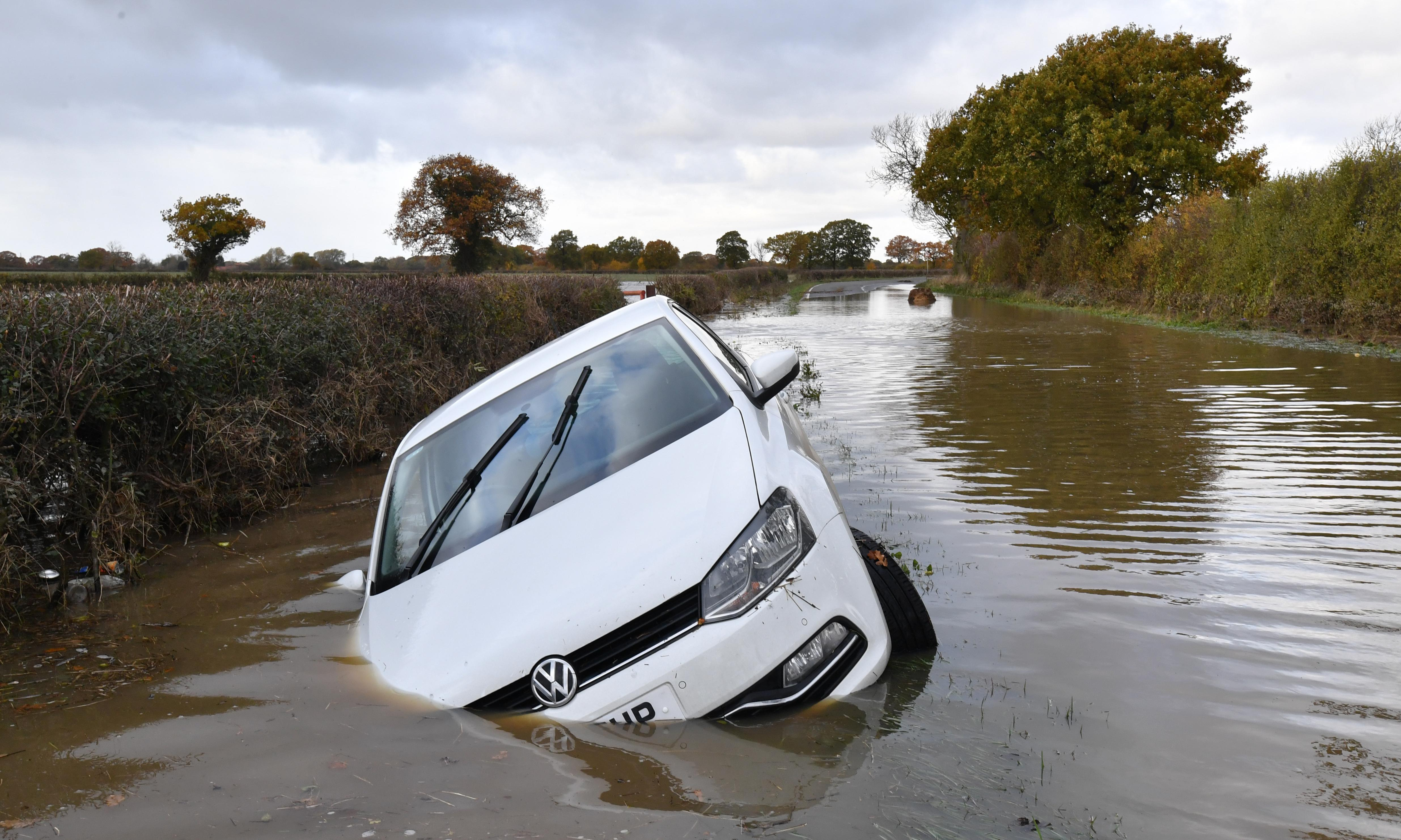 Boris Johnson to hold emergency Cobra meeting over floods