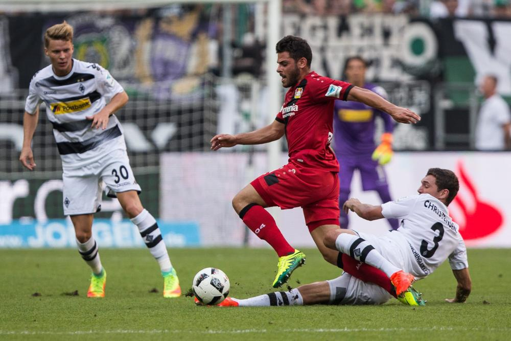 Bayer Leverkusen's Kevin Volland in action against Borussia Moenchengladbach on the first day of the new Bundesliga season at the stadium at Borussia-Park in Moenchengladbach, Germany, 27 August 2016.