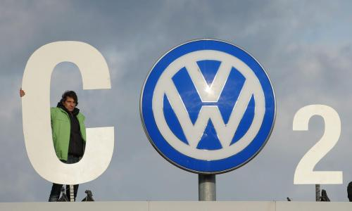 A sign using the VW badge as the 0 in CO2