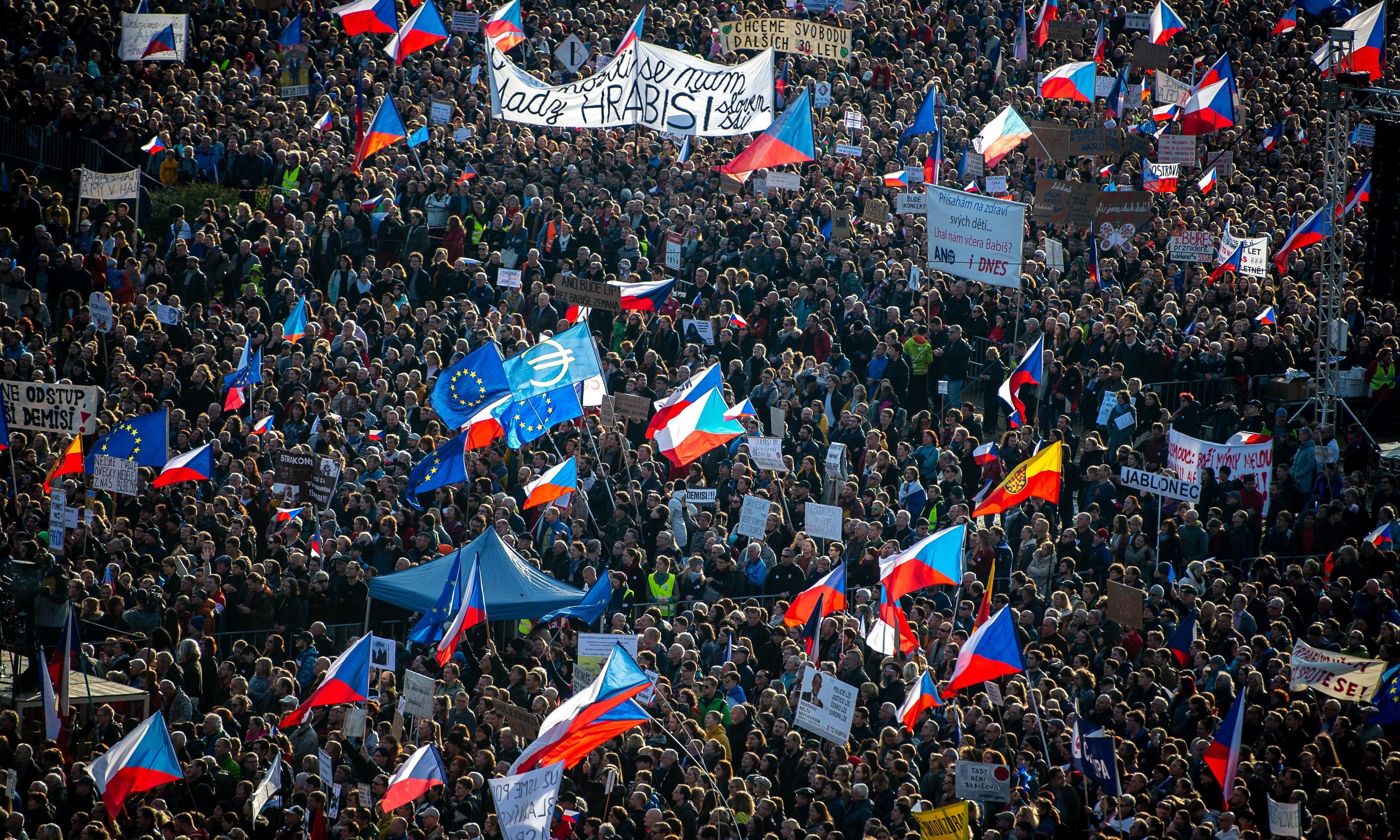 Velvet Revolution dissidents warn against new threats to Czech freedom