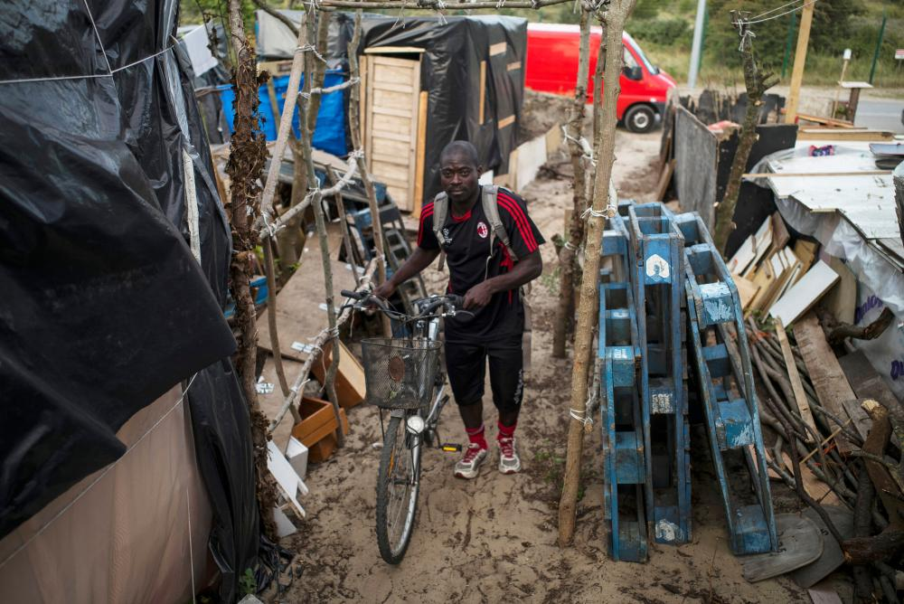 migrant life in calais jungle refugee camp a photo essay uk  life in the jungle