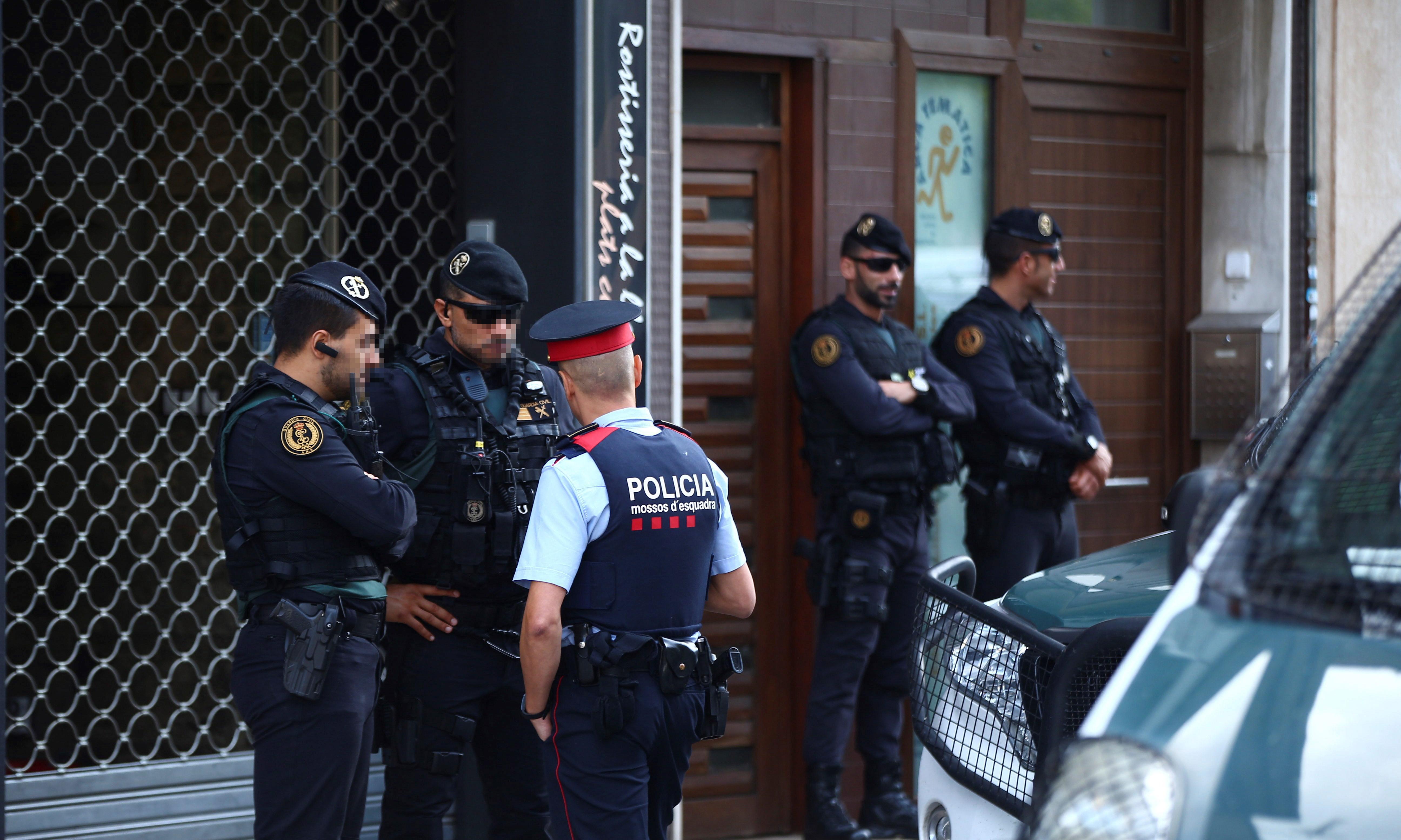 Spanish police arrest Catalan separatists on suspicion of terrorism