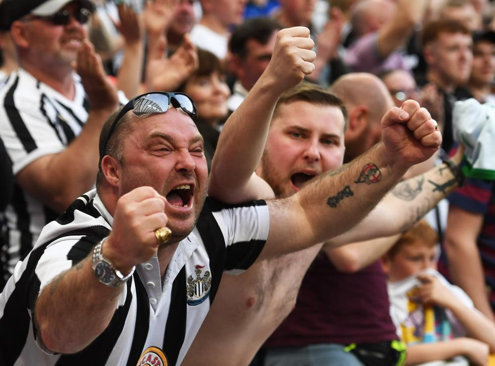 Newcastle United fans celebrates their third goal scored by Ayoze Perez.