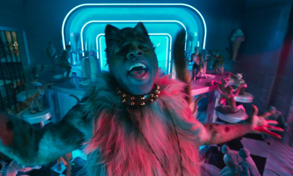 Don't look down … Jason Derulo in Cats.