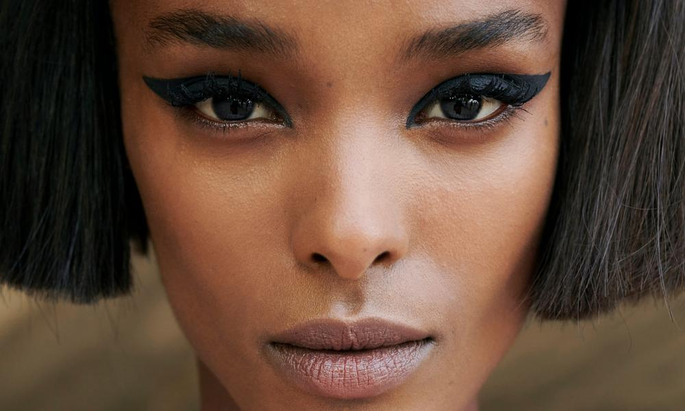 Tip top: add some drama with an all-black wing