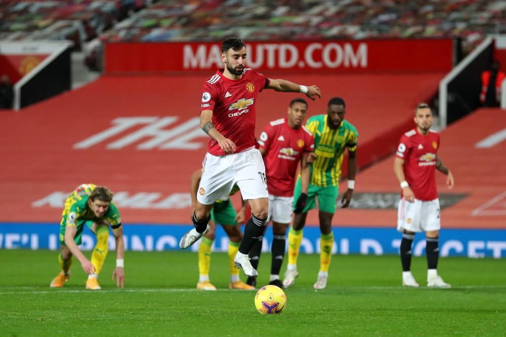 Bruno Fernandes of Manchester United scores his retaken penalty.