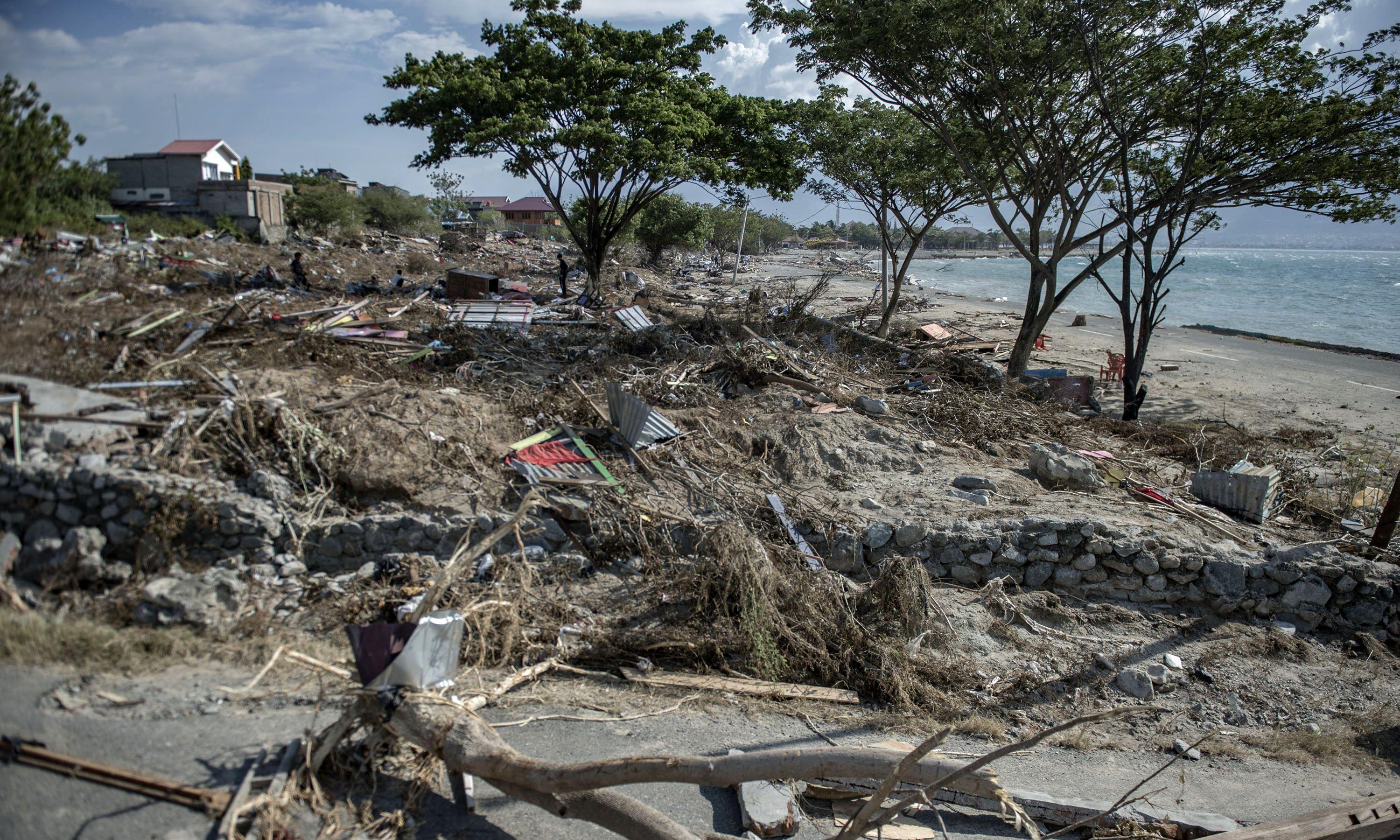 What caused the Indonesia tsunami and could lives have been saved?