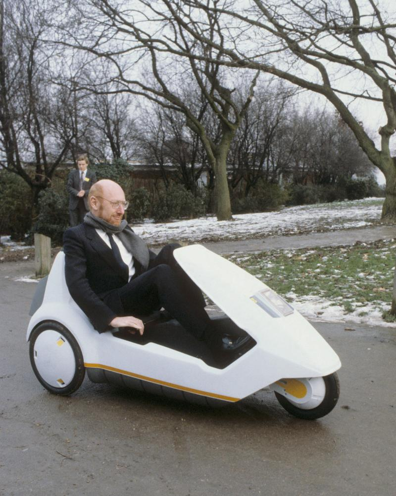 Clive Sinclair demonstrating the C5 with snow on the ground