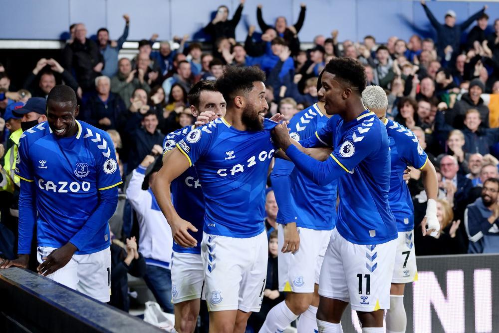 Andros Townsend of Everton celebrates his goal.