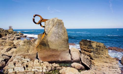 Eduardo Chillida sculpture The Comb of the Wind (Haizearen orrazia XV in Basque, Peine del Viento XV in Spanish)