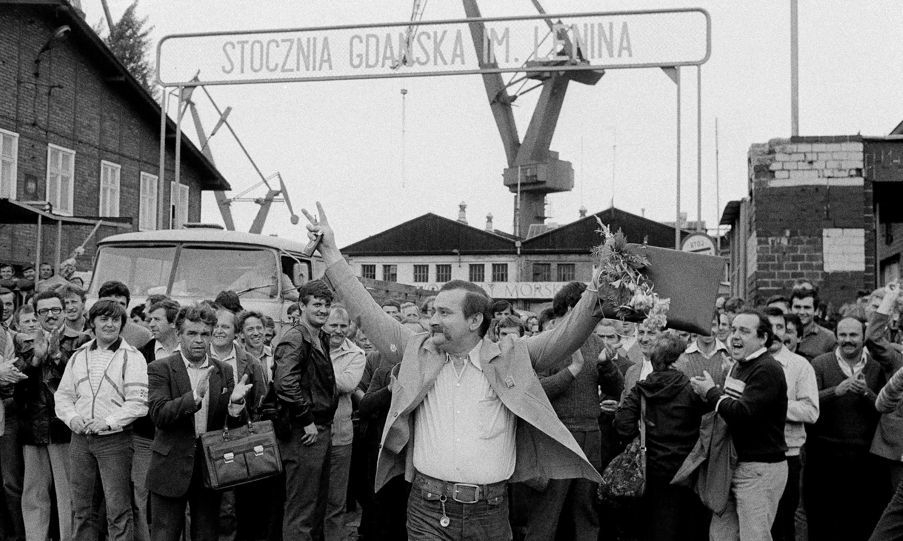 Lech Walesa wins the Nobel Peace Prize - archive, 1983