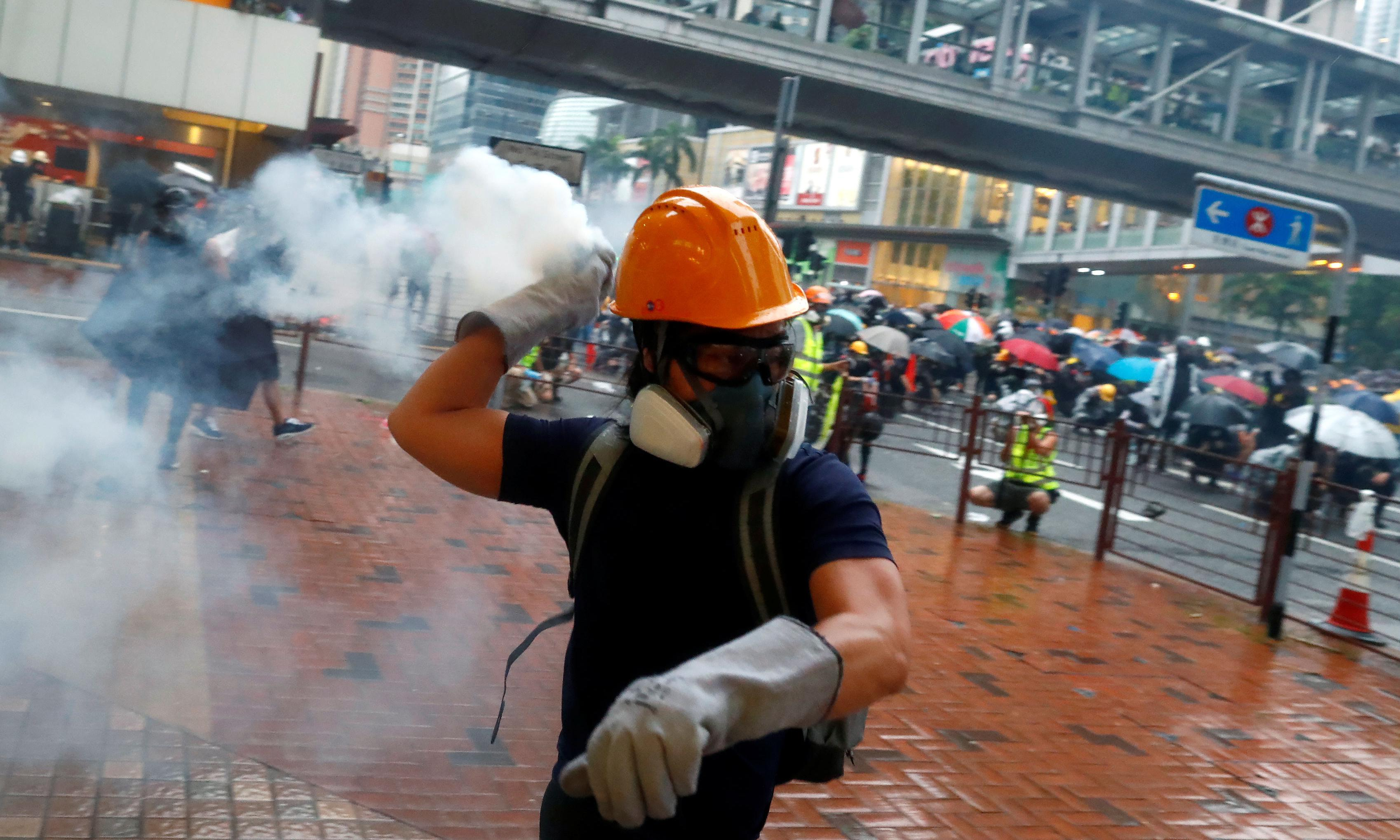 Hong Kong protests: police use water cannon on demonstrators