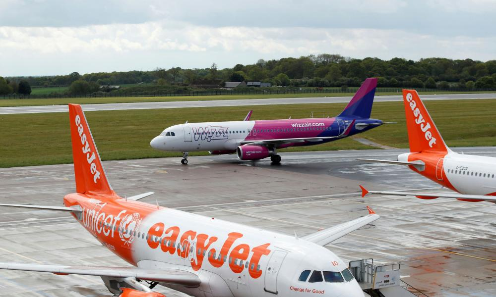 Wizz Air and easyJet planes