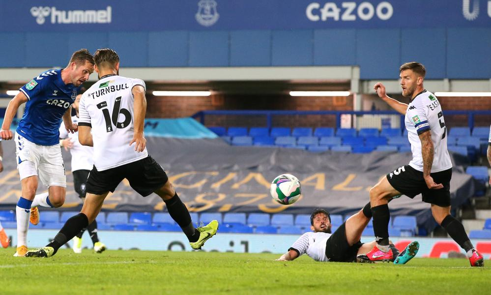 Gylfi Sigurdsson doubles the Toffees' lead.