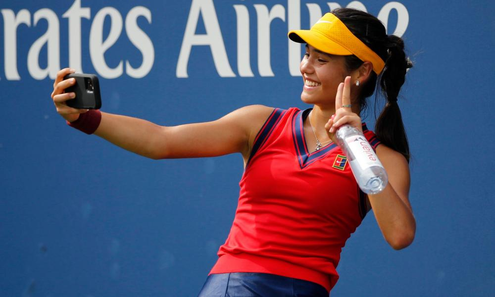 Emma Raducanu celebrates her win with a selfie.