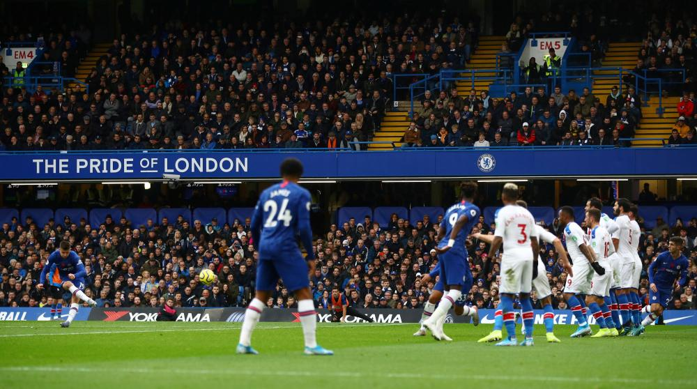 Chelsea's Mason Mount shoots at goal from a free kick but the Palace wall does its job.