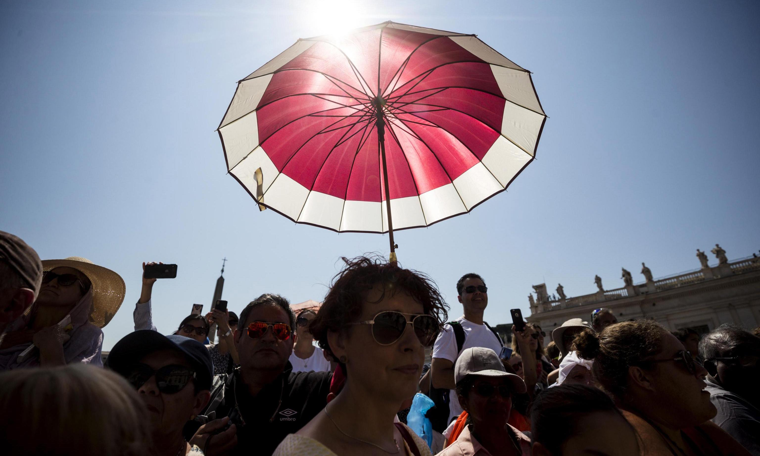 Europe heatwave: cities take steps to limit effects of record temperatures