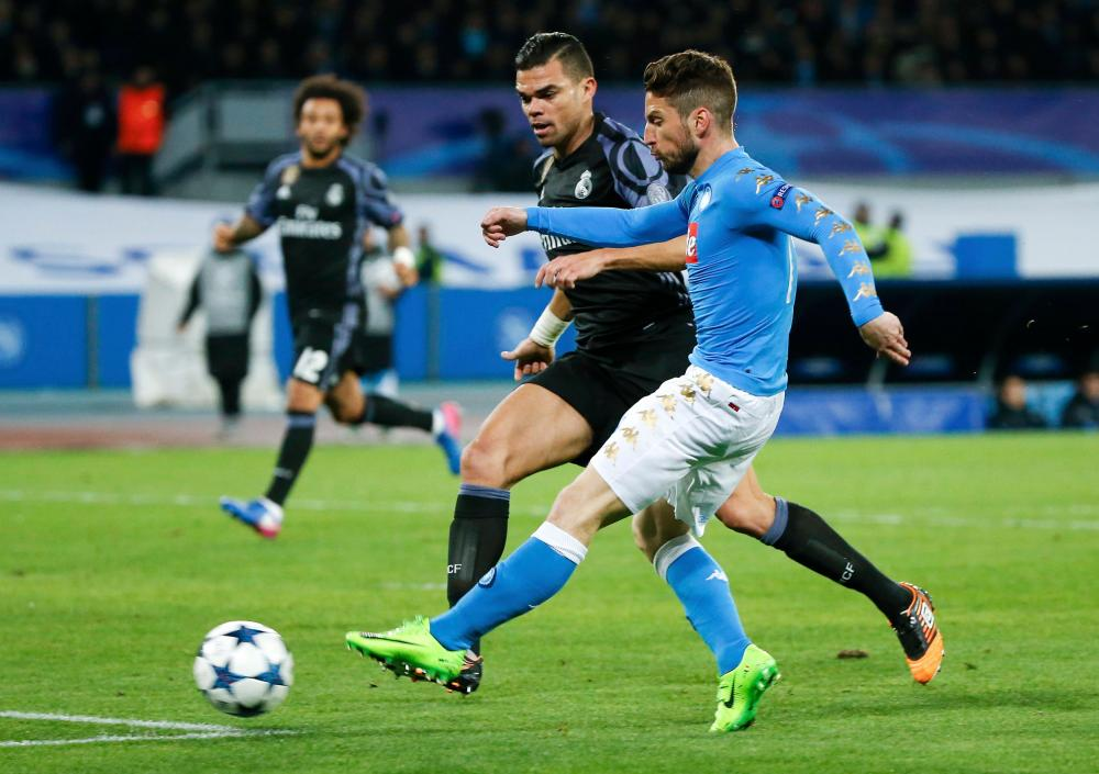 Dries Mertens fires Napoli's into the lead on the night.