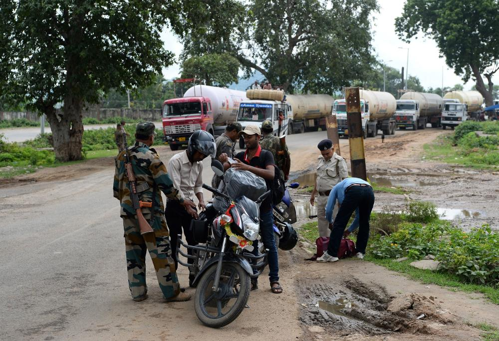 Excise officers at the Bihar-Jharkhand interstate border search for alcohol entering Bihar at a checkpoint.