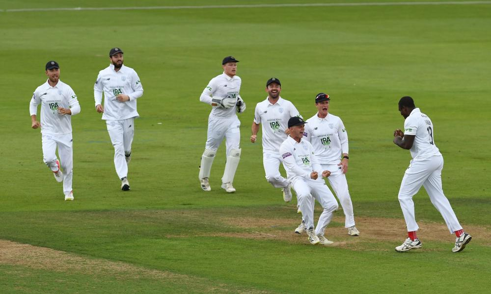 Hampshire beat Nottinghamshire to go top of Division One.