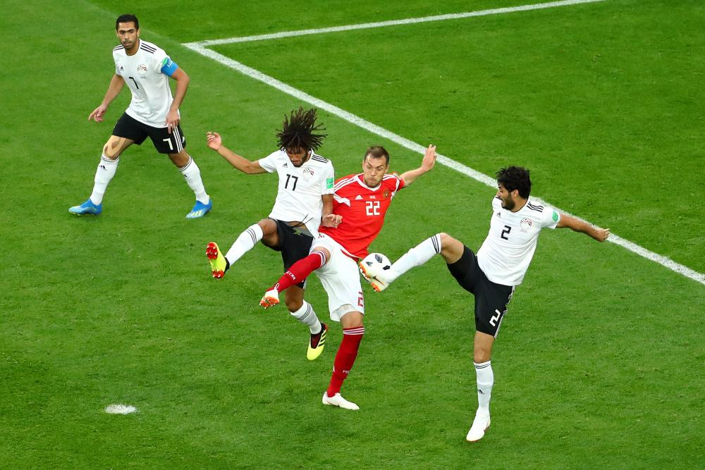Russia's Artem Dzyuba in action with Egypt's Mohamed Elneny and Ali Gabr.