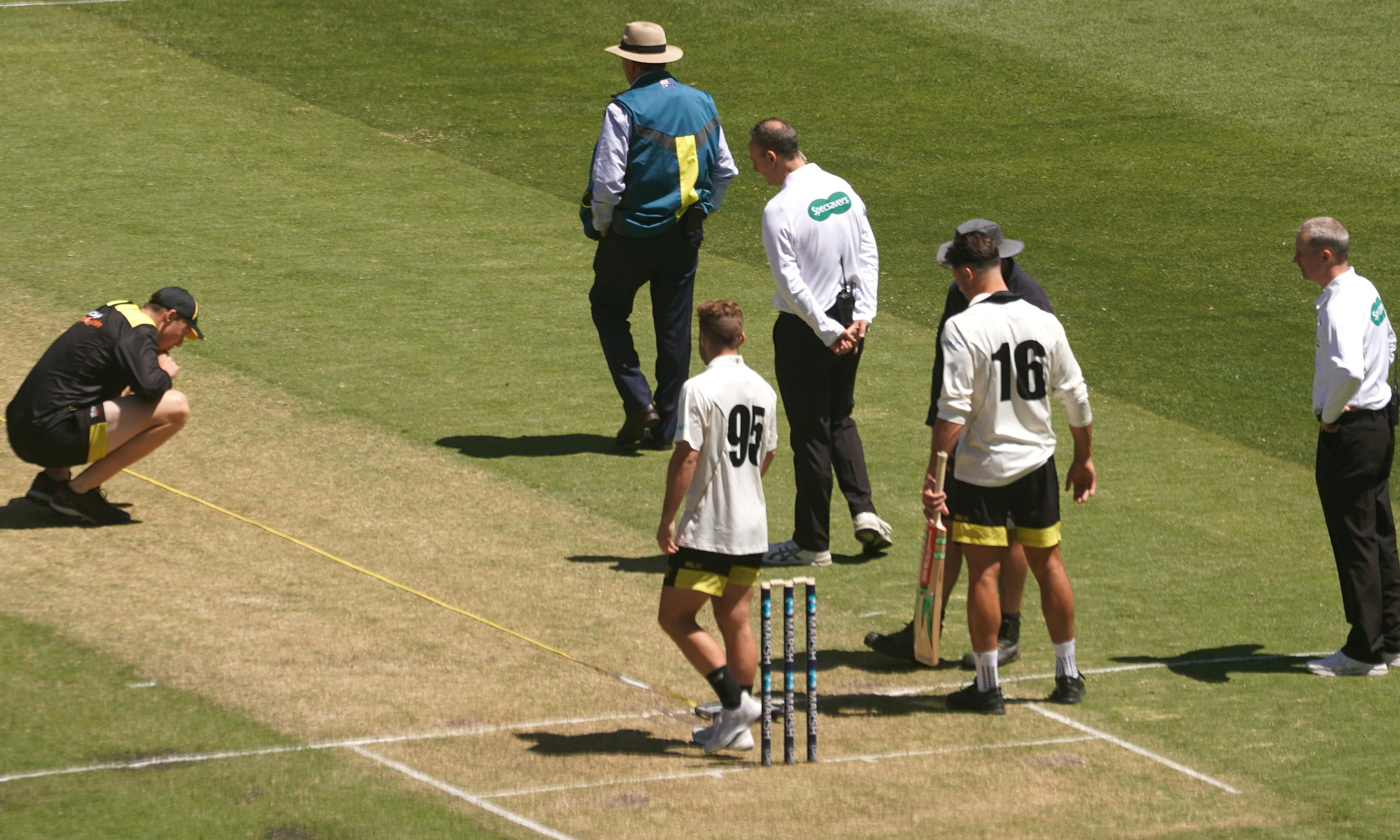 Dangerous MCG pitch forces play to be abandoned in Sheffield Shield match