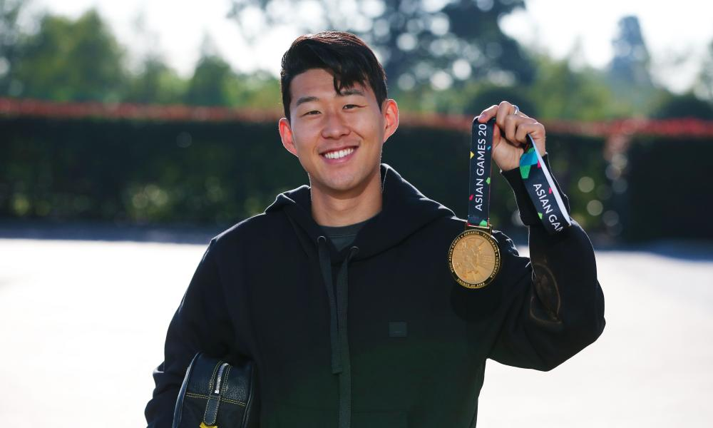 Spurs' Son Heung-min shows off his Asian Games gold medal on his return to training