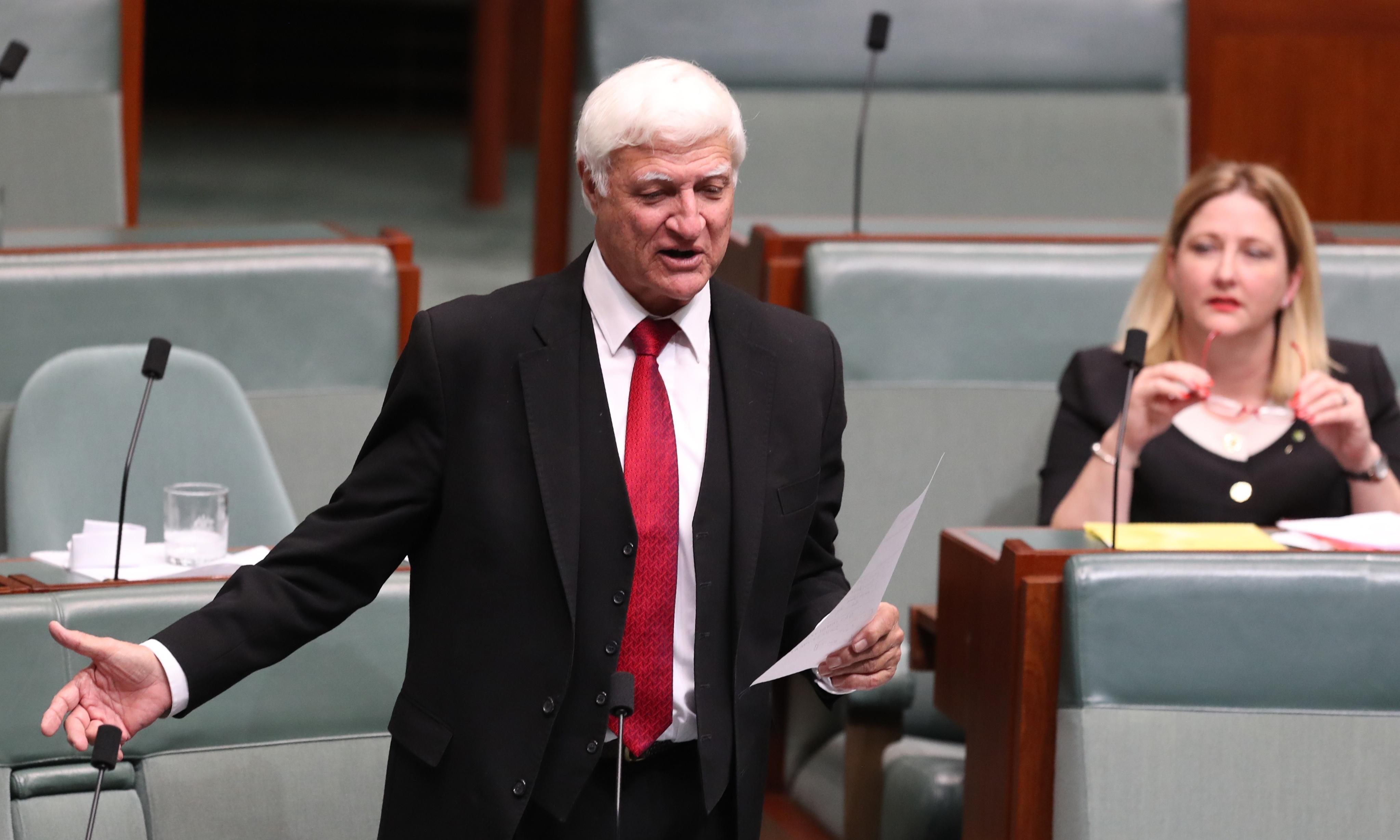 Bob Katter threatens to recall parliament unless Coalition moves on banking reform
