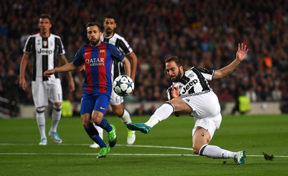 Higuain hits the volley.