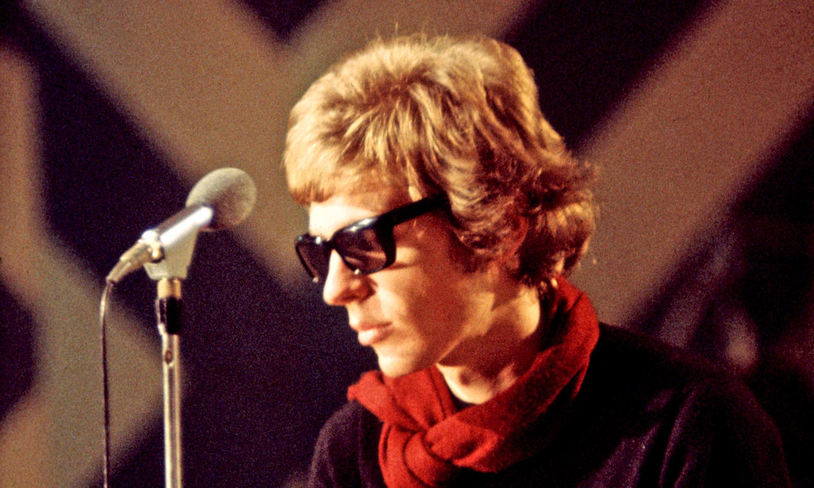 Scott Walker, experimental pop hero, dies aged 76