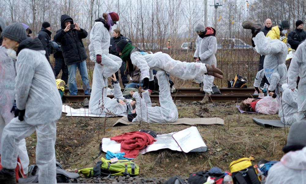 Climate activists block railway tracks leading to Jänschwalde power station