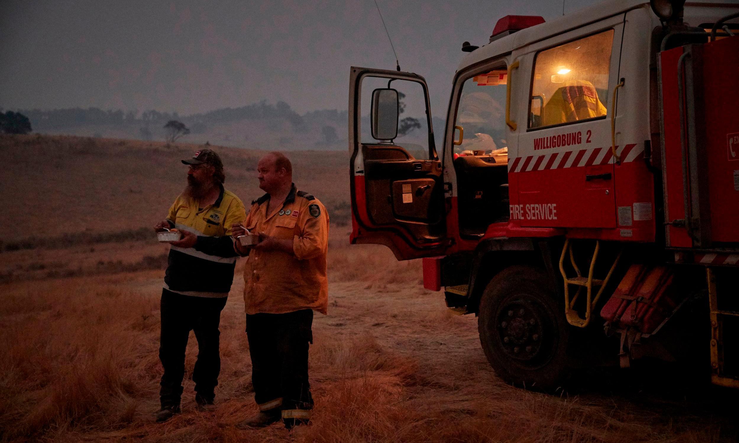 Australia's volunteer firefighting force declined 10% in past decade