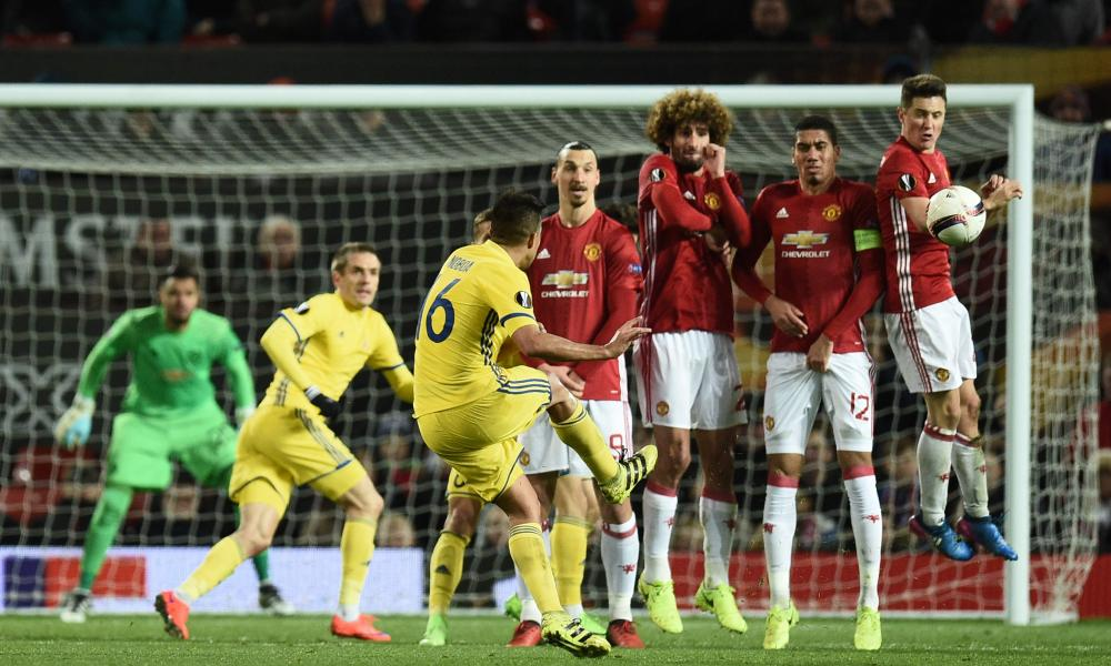 Rostov's Christian Noboa curls a last minute free-kick around the Manchester United wall but it was saved by United keeper Sergio Romero.