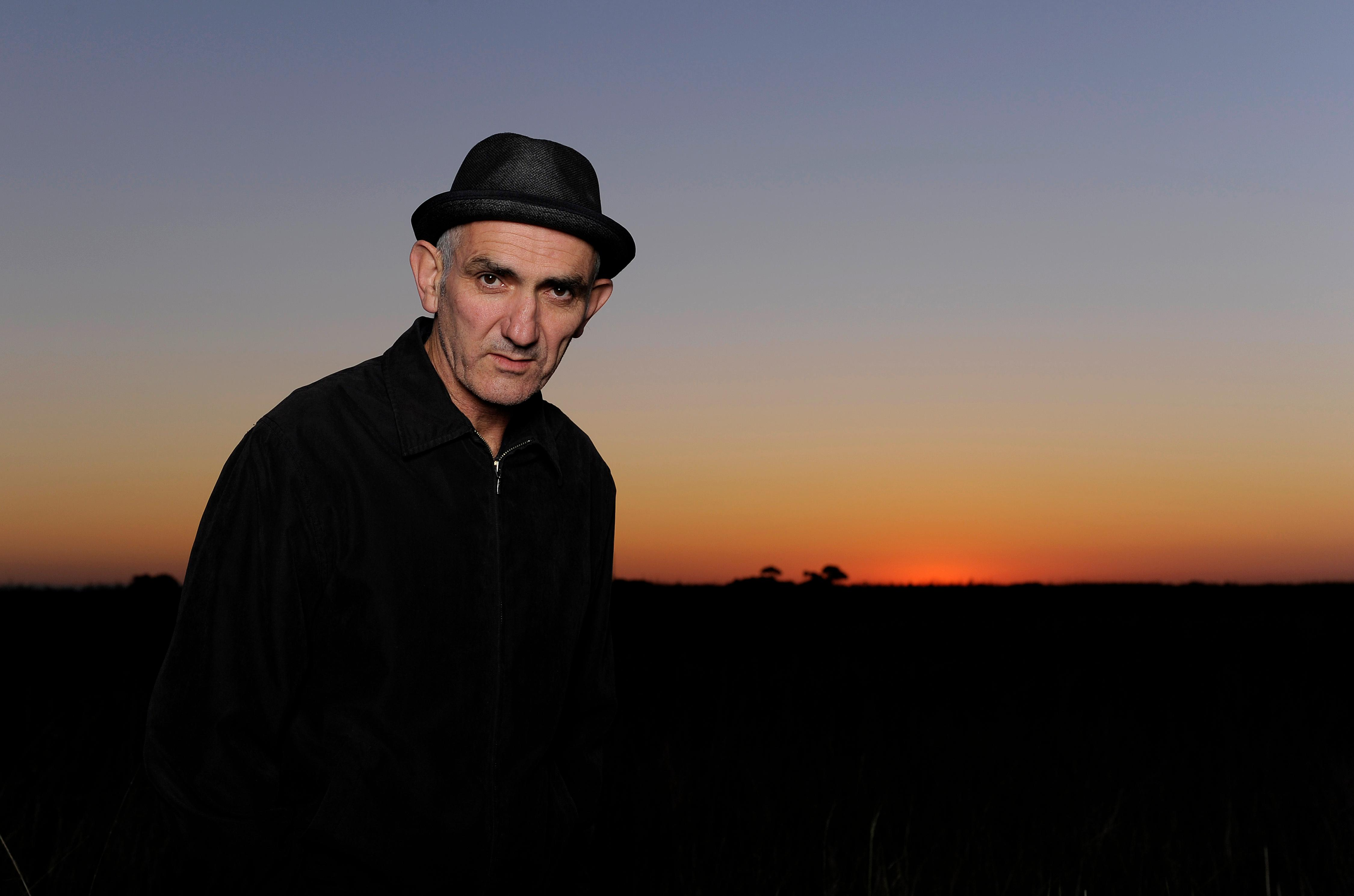 'Magpies are the sound I remember most': bird-watching with Paul Kelly