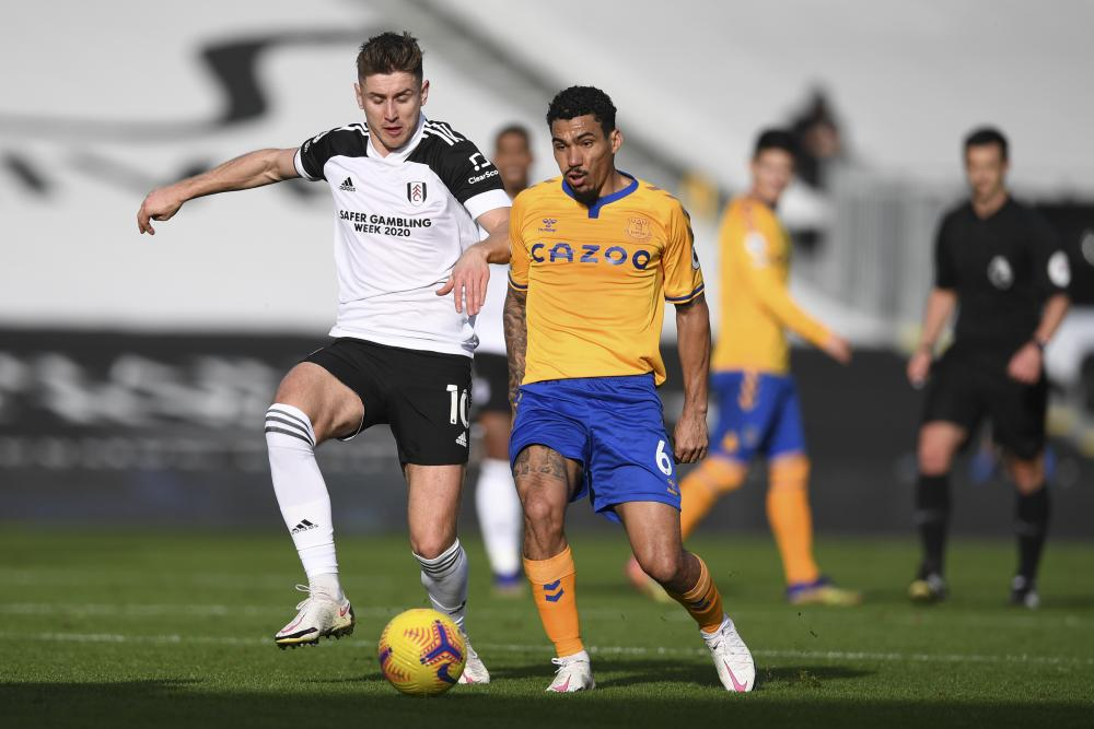 Allan vies for the ball with Cairney