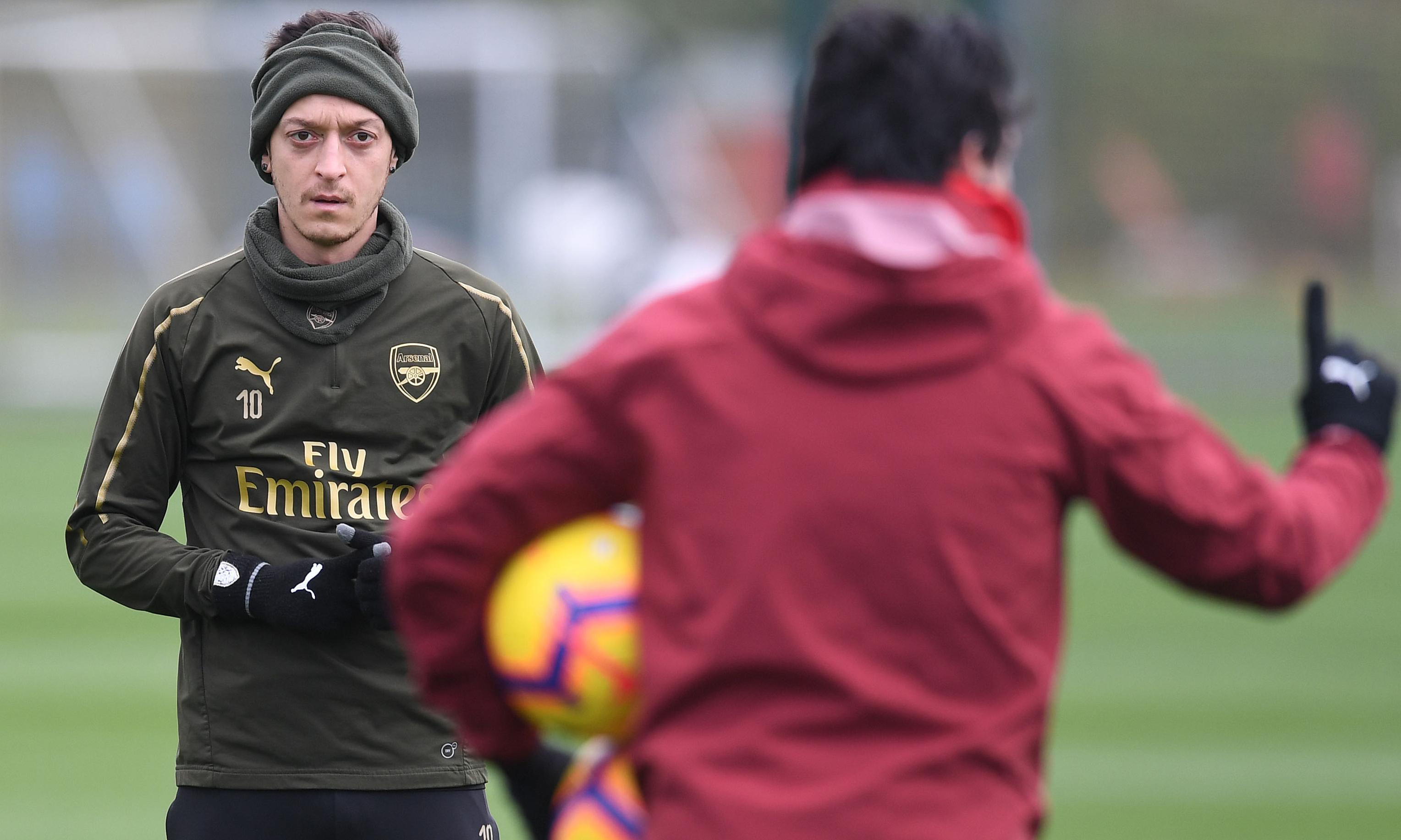 Mesut Özil's Arsenal future is in his own hands, says Unai Emery