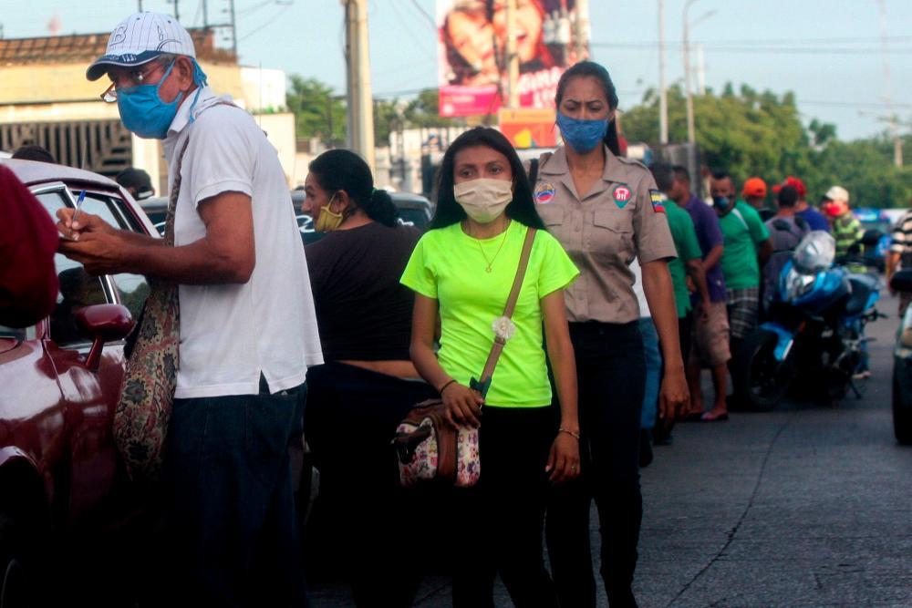 People in Maracaibo, Zulia state, Venezuela, in a photograph taken last week.
