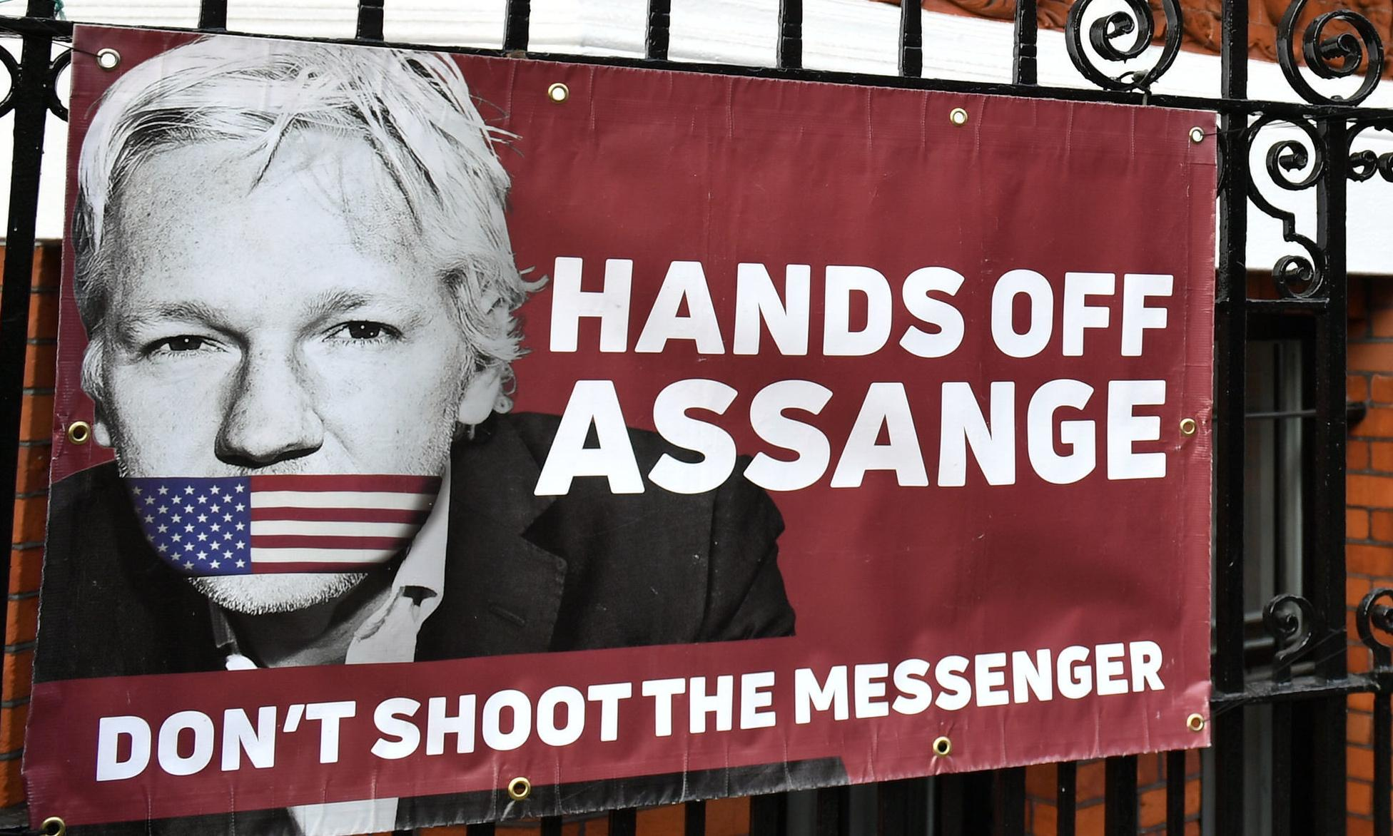 Assange extradition could test patience of US allies, Bob Carr warns