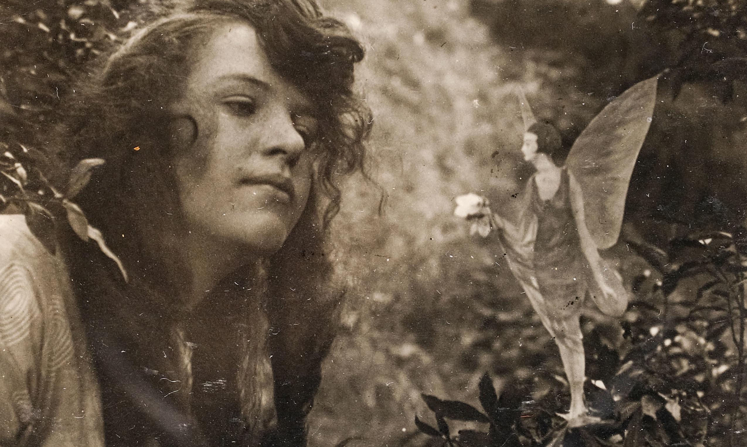 Cottingley Fairies fake photos to go under the hammer