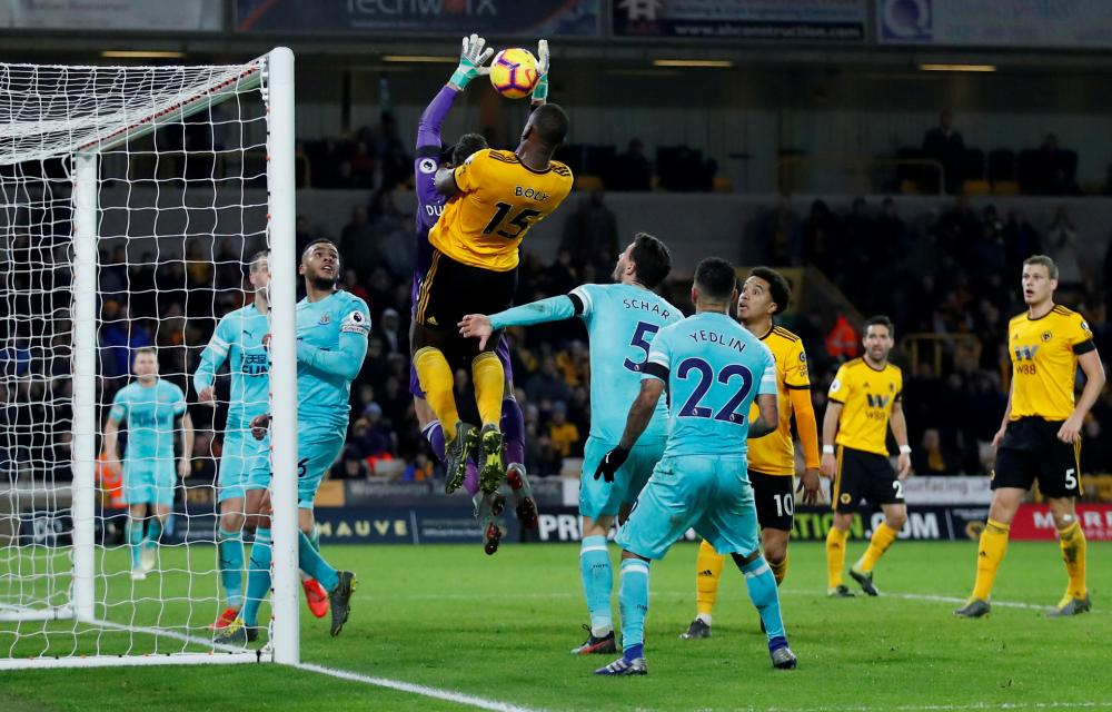 Willy Boly heads in after Dubravka's failure to catch the ball.