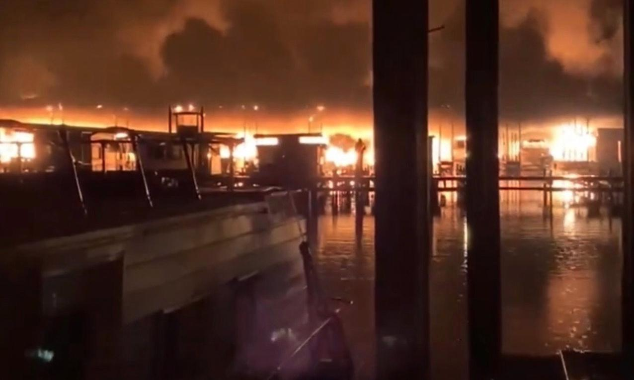 Giant fire in Alabama marina kills at least eight