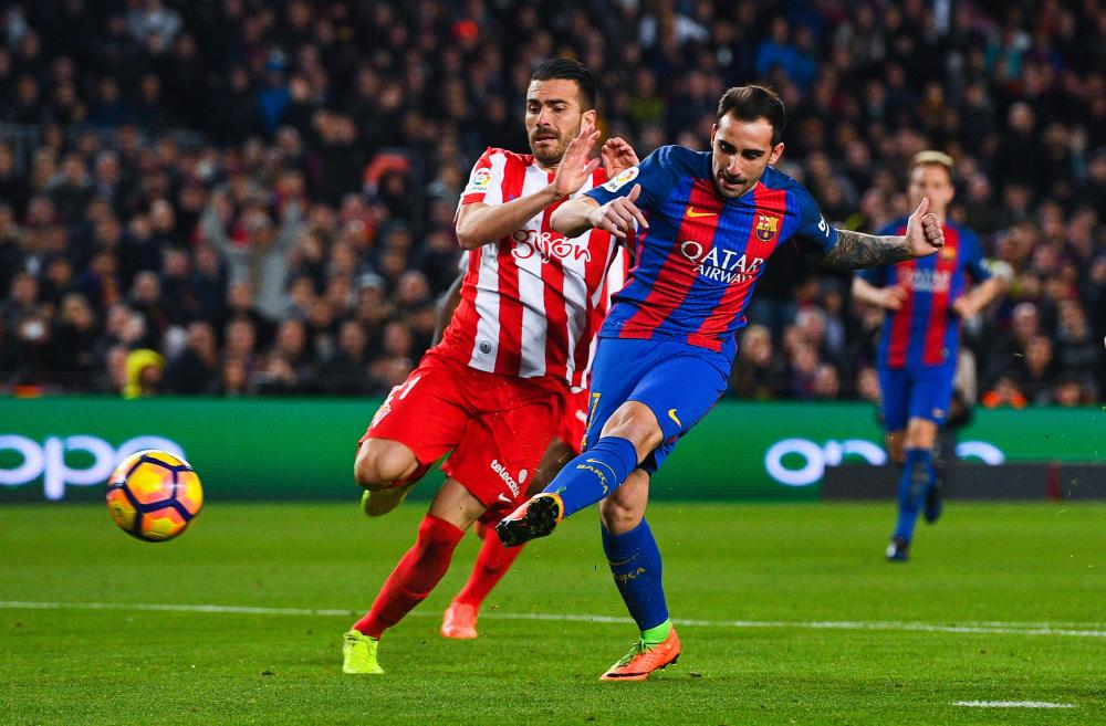 Paco Alcacer lets fly from 12 yards out for Barça's fourth.