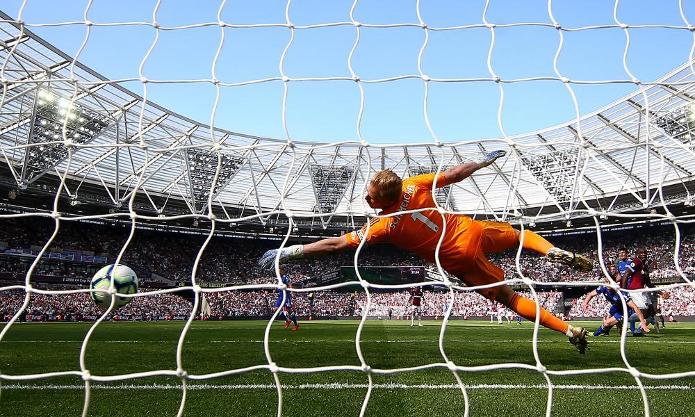 Michail Antonio of West Ham United scores his team's first goal